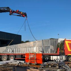 chargement-d-une-structure-en-aluminium-sur-un-camion-en-vendee